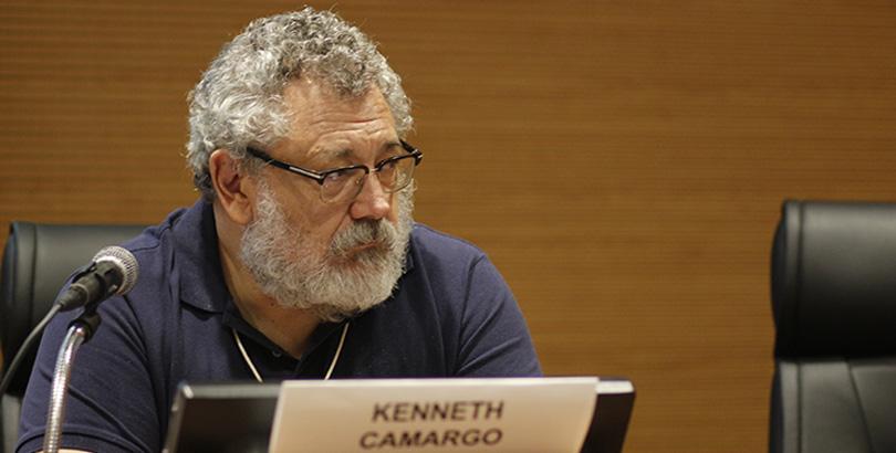 Kenneth Camargo criticou a hipercompetição, defendendo mais cooperação e solidariedade na comunidade científica e entre instituições