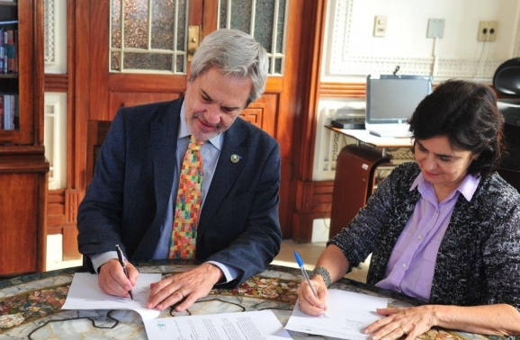 Organização de Estados Ibero-Americanos sela acordo com a Fiocruz